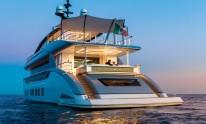 Dynamiq yacht Jetsetter by night