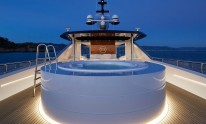 Dynamiq Jetsetter yacht Jacuzzi by night