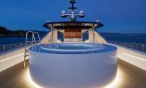 Dynamiq Jetsetter yacht Jacuzzi by night