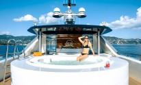 Dynamiq Jetsetter yacht Jacuzzi with model