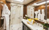 Dynamiq Jetsetter yacht master bathroom